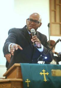 Pastor Micael Lomax